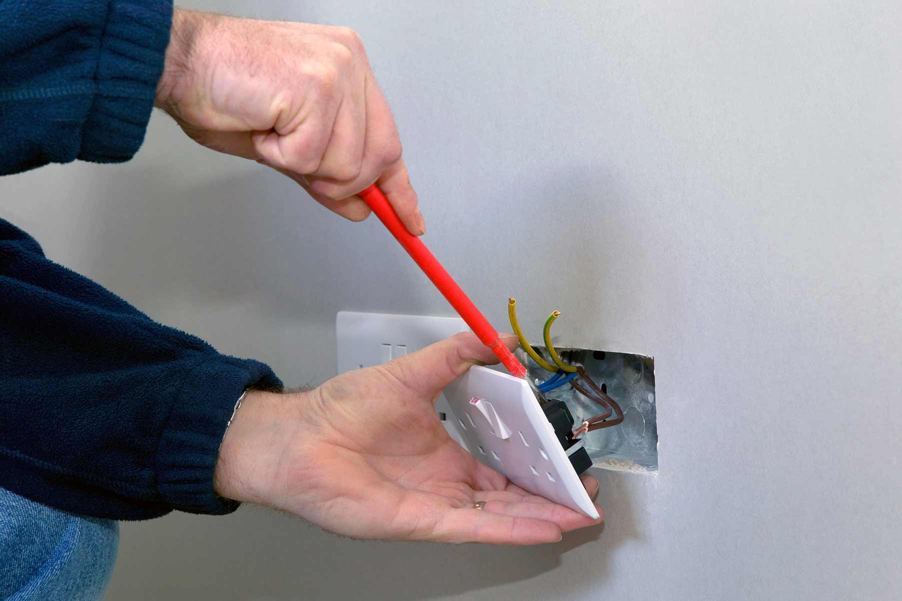 Our electricians can install plug sockets for domestic and commercial proeprties in Morden and the local area.